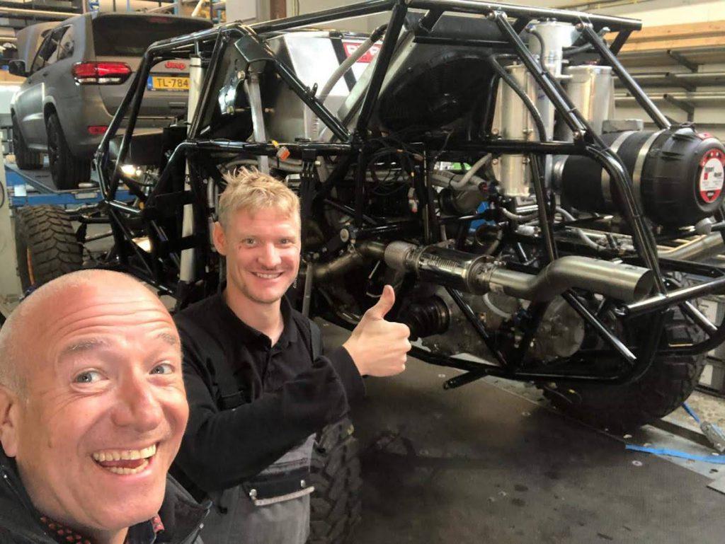 September 2018, Jelmer Maarschall samen met Tim Coronel. Op de achtergrond #Beast347, Jeep Trackhawk Enzo Knol.